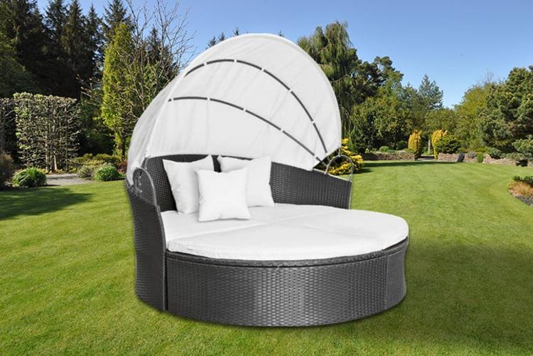 Rattan Lounge Daybed – 3 Colours! (£289)