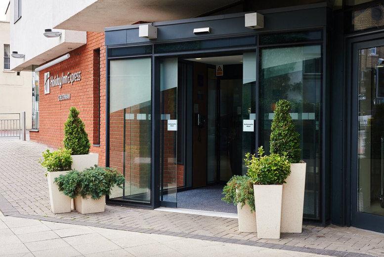 Holiday Inn Express Cheltenham - Entrance