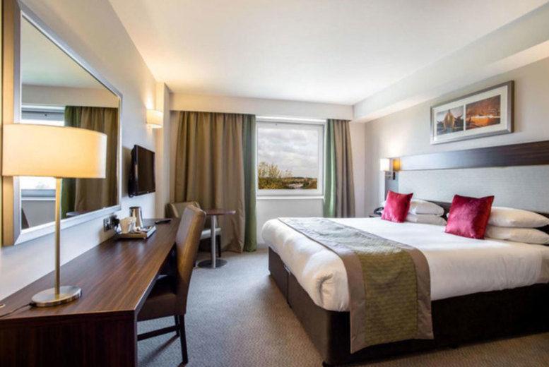 Heston Hyde Hotel - Bedroom