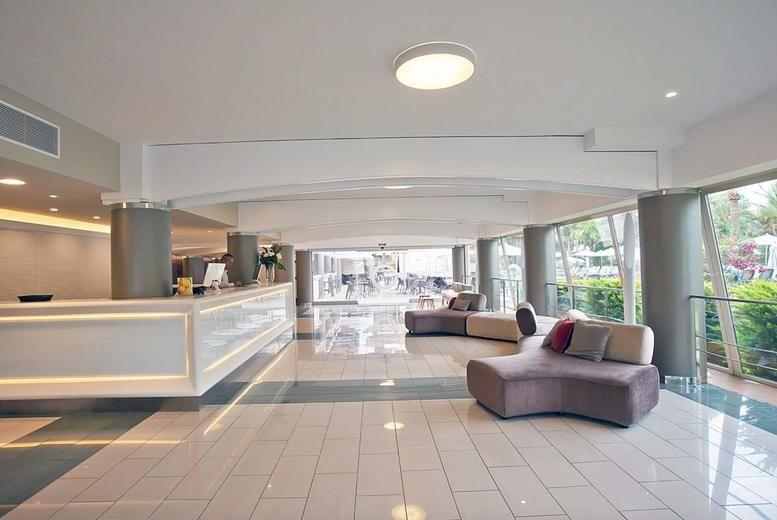 FERGUS Bermudas - lobby