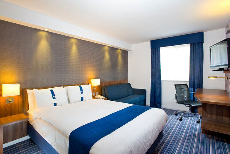 Holiday Inn Express London Gatwick-Crawley - bedroom