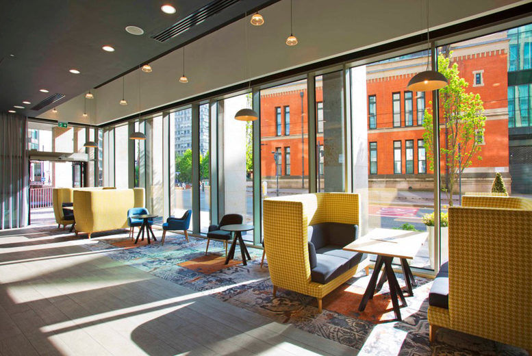 Holiday Inn Manchester City Centre-Lounge area