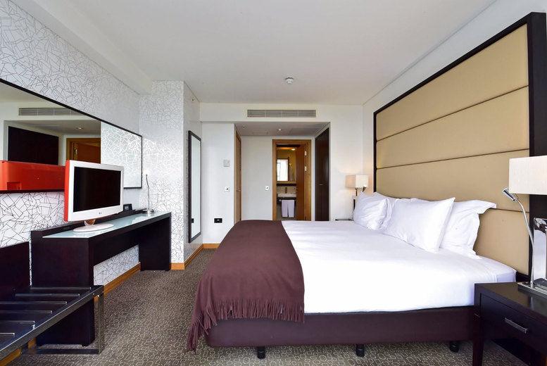 Pestana Chelsea Bridge - Bedroom