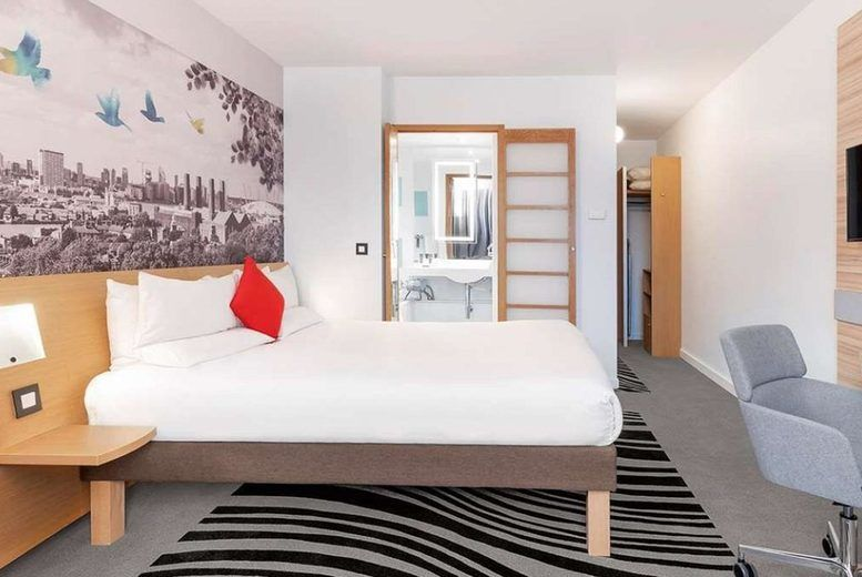 Novotel London Excel - Bedroom