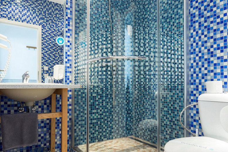 Royal Court Hotel - Bathroom