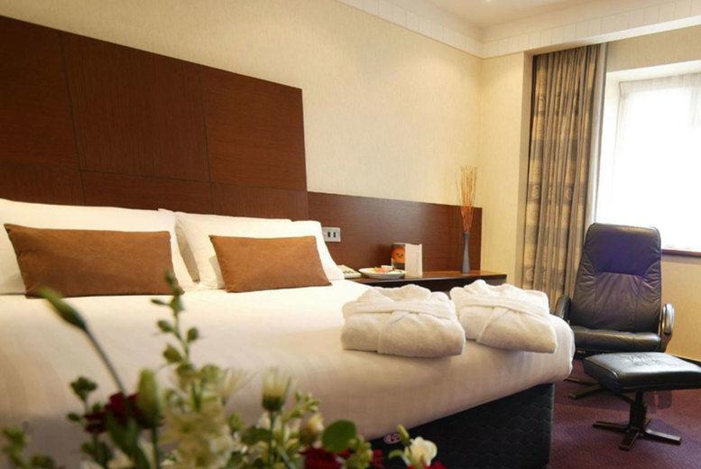 Thatchers Hotel-Room