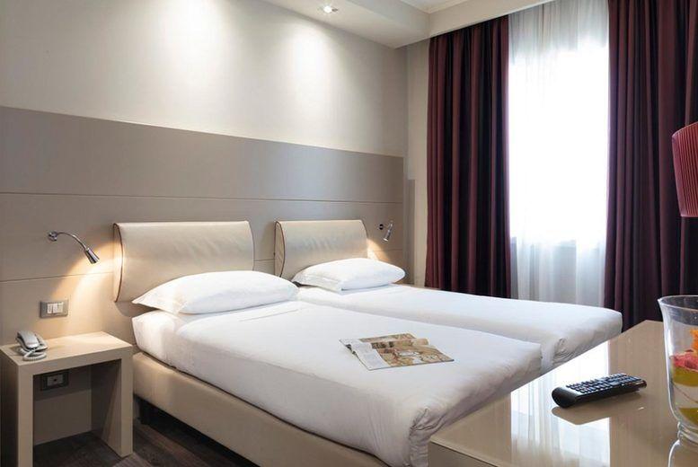 Smart Hotel Holiday - Bedroom