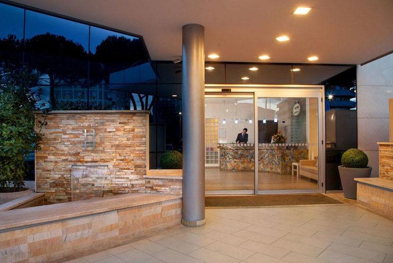 Hotel Artis - Entrance