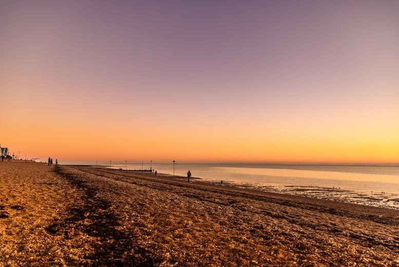 Southend On Sea Beach Escape Amp Breakfast For 2 Summer