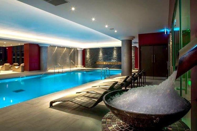 santai spa dry flotation experience prosecco voucher. Black Bedroom Furniture Sets. Home Design Ideas