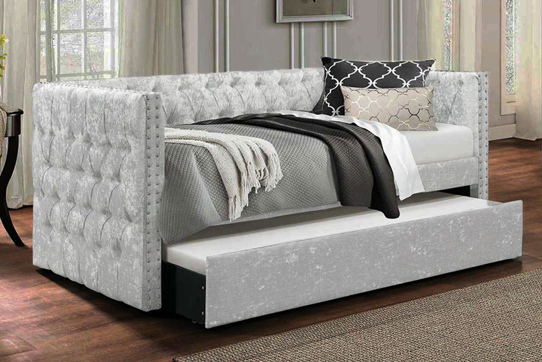 Pompous Chesterfield Daybed w/ Mattress Option - 3 Colours!